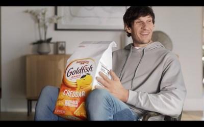"Boban Marjanović with the ""Boban Size"" bag of Goldfish® crackers"