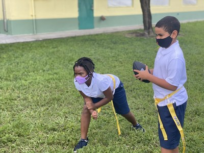 The NFL, GENYOUth, Fuel Up to Play 60 and Reigning Champs Experiences (RCX) announced today the return of GENYOUth's NFL FLAG-In-Schools (FIS) and the opening of the program's national application for the 2021-2022 school year. Starting today, physical education teachers can apply for a FREE NFL FIS kit at www.flag.genyouthnow.org to enhance their physical education curriculum and equipment. The program is a proven resource for school communities that inspires boys and girls to participate in school-based sports. (PRNewsfoto/GENYOUth)
