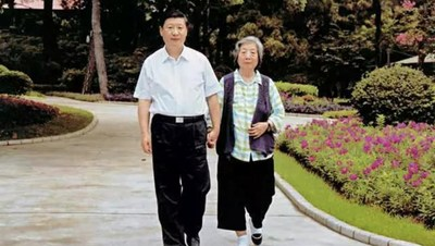 Xi Jinping and his mother Qi Xin
