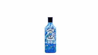 Bombay Sapphire x Steve Harrington Limited Edition Bottle Design (PRNewsfoto/BOMBAY SAPPHIRE)